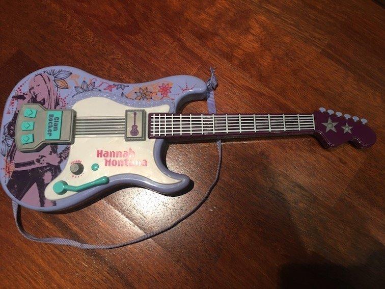 Guitarra Hannah Montana joguina